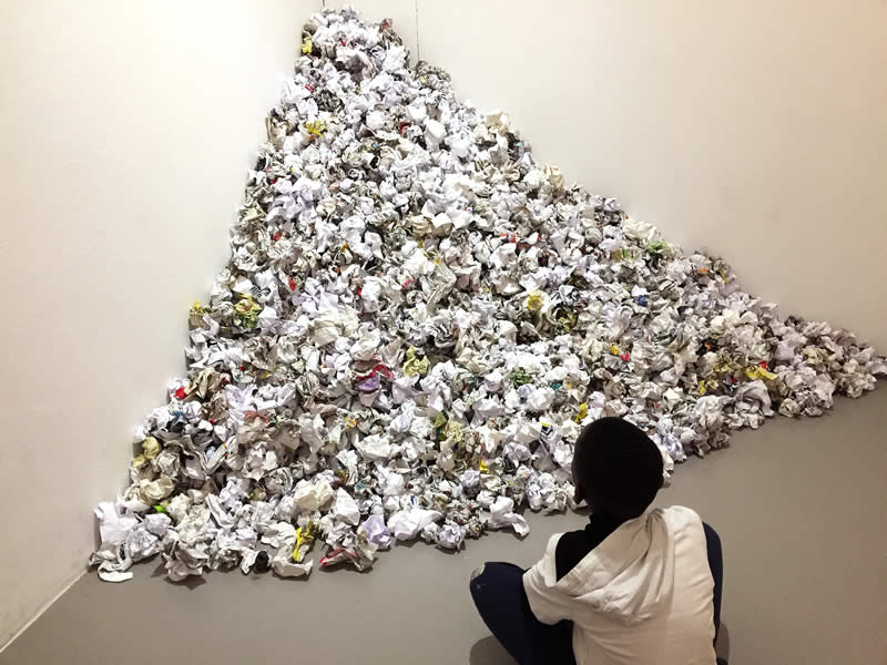 Papierberg der Kunstbaustelle